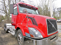 volvo heavy duty truck tractor